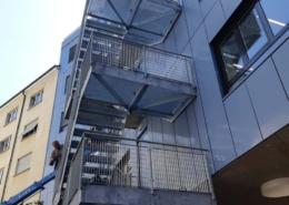 Lichtgitter-Treppenturm-mit-Pressrosten-und-Stufen-1.